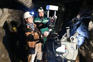 Steve Grehl and Franziska Wolf helping the mining robot Julius to grab the SensorBox. © Eckardt Mildner
