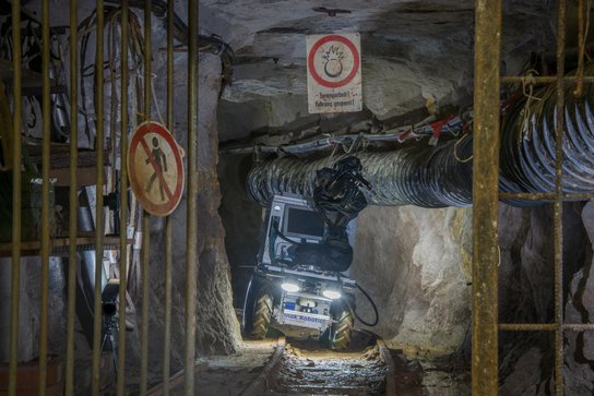 Robot Julius can go to dangerous places in the mine